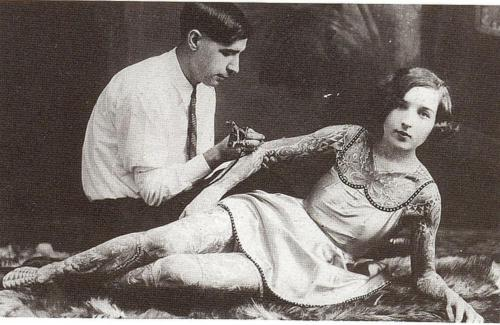 collectivehistory:  A woman being tattooed, early 1900s (via Imgur)
