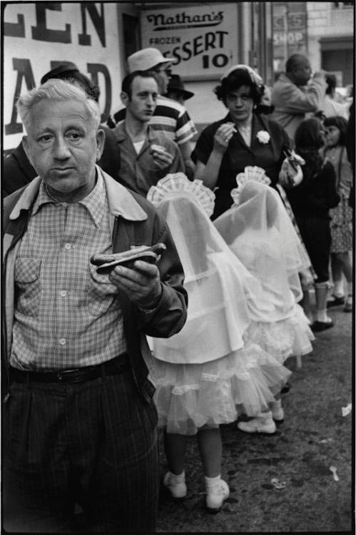 theniftyfifties:  Coney Island. New York, 1955.. Photo by Elliott Erwitt.