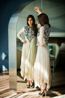 beautifulindianbrides:  Outfit by:Threads&Motifs