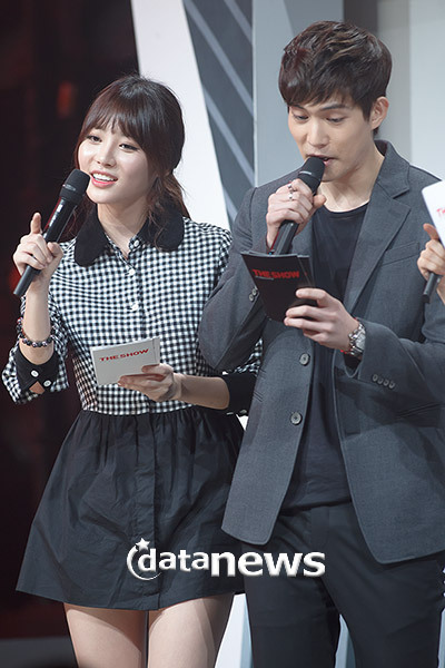 "[PHOTOS] Lee Jonghyun - MC pour ""SBS MTV - The Show: All About K-Pop"" (29/10/13) Tumblr_mvh9onfPQs1s9xumso6_400"