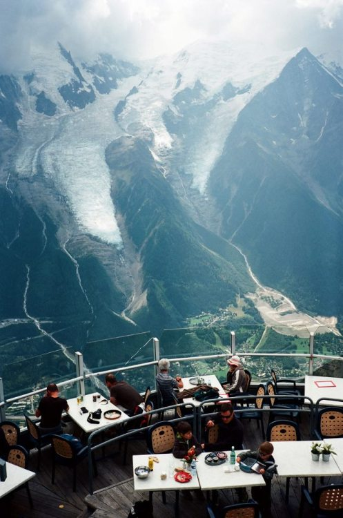 "theblackworkshop:  Unobstructed view of the Mont Blanc at ""Le Panoramique"" restaurant in Le Brévent, Chamonix, France. Photo by Lu Chien-Ping)"