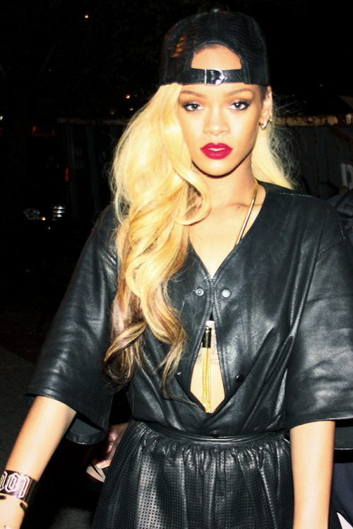 hellyeahrihannafenty:  On-point weave