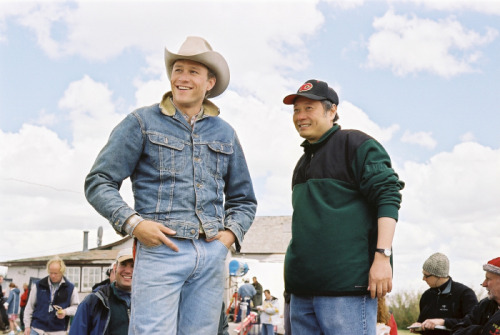 fuckyeahdirectors:  Heath Ledger and Ang Lee on the set of Brokeback Mountain (2005)