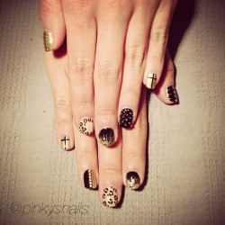 pinkysnails:  Black & gold luxe mani by @lauren_e_jones (at Pinky's Nails)