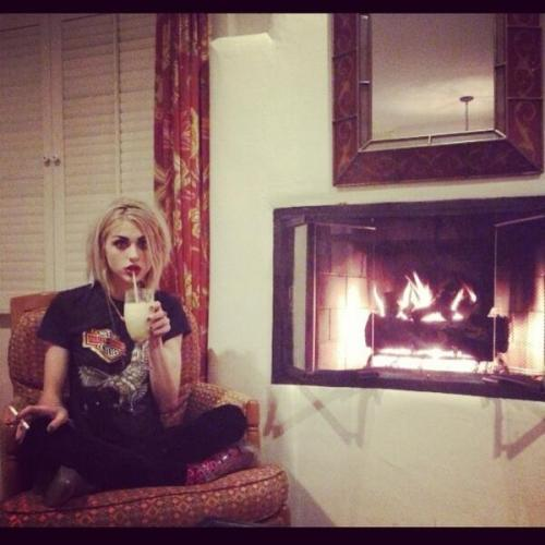 celebritiessmoking:  Frances Bean Cobain