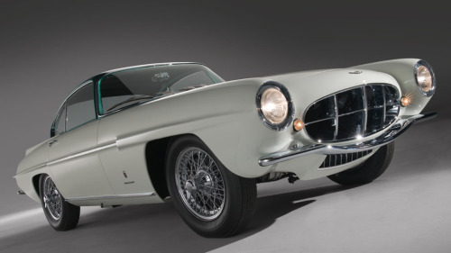 coolerthanbefore:  A one-of 1956 Aston Martin concept car. The story is pretty amazing, the car was bought by 15,000 usd and is now expected to fetch 1.5 to 2.0 million usd. Read more here.