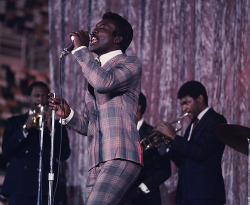 room42:  Wilson Pickett, Minneapolis 1970, by Walter Looss Jr  I want a suit like this