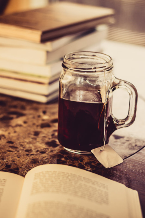 bookporn:  Book and Tea by Foxeye Photo