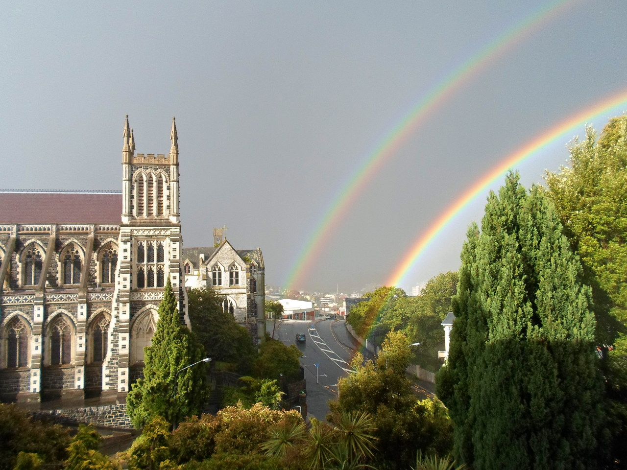 ! Double Rainbow in Dunedin ! Sometimes staying in the Hostel because it is raining nonstop has it benifits.