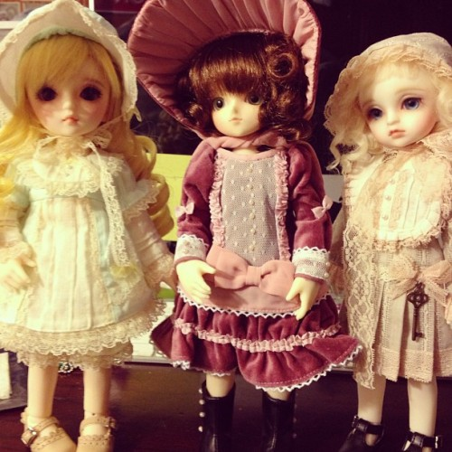 The theme is #bonnets. #bjd #yosd #chika #mimi #littlealice #volks #dolls #dollfie #superdollfie