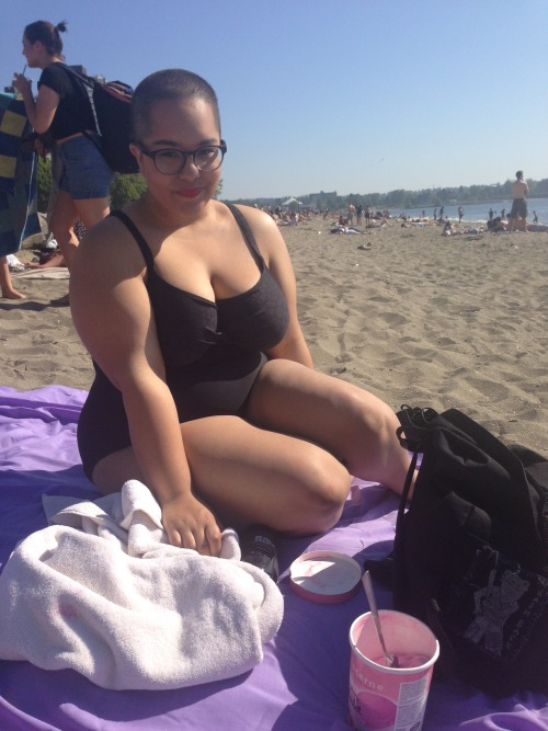 hugecockprivilege:  Yay beach time