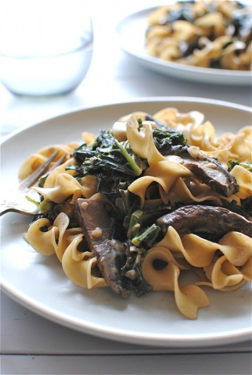 thehungryborderlineatheist:  (via Portobello Mushroom and Kale Stroganoff | Bev Cooks)