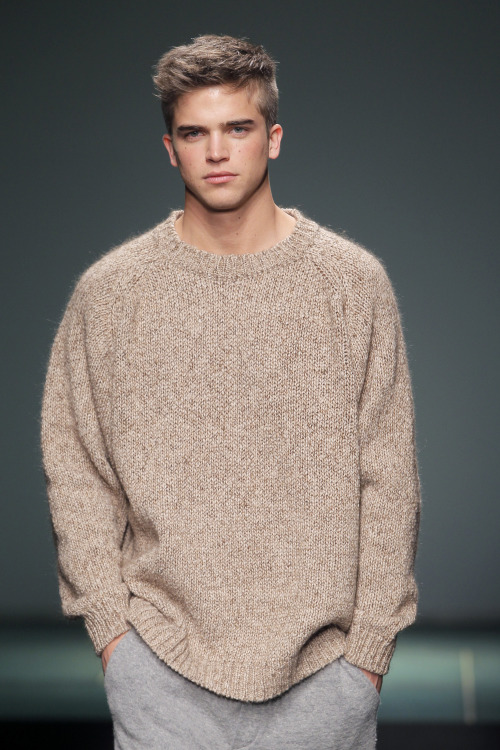 inblanc:  models:  River Viiperi for Punto Blanco