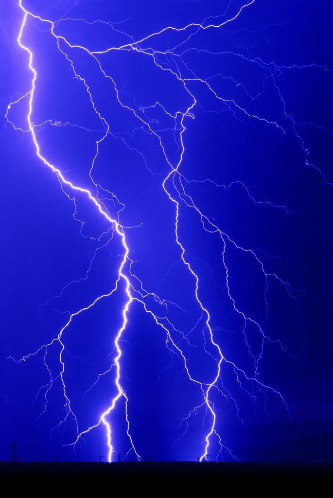vurtual:  Lightning (by IronRodArt)