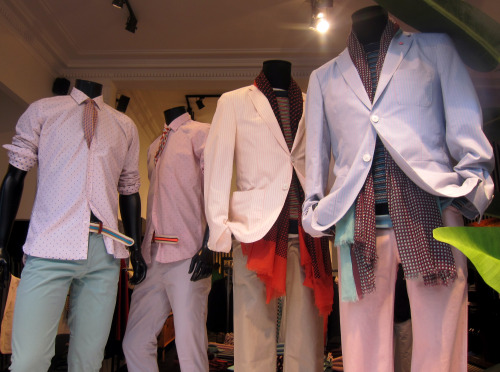 Resort themes, aquarelle pastels, 2SB blazers and micro polka dots all trend strongly for S/S 13 mid-season menswear deliveries. Subscribers click here for What's in Store's comprehensive analysis. WGSN store shot, Luc.Duchene, Antwerp