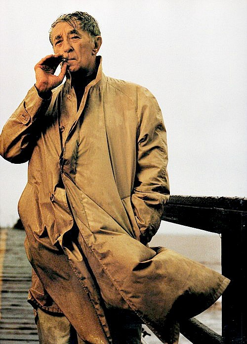 Robert Mitchum photographed by Annie Leibovitz, 1995.
