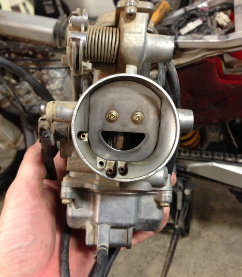 chadspdx:  That is the happiest carburetor I have ever seen!