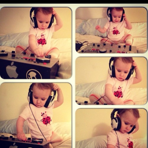 alexhatzz:  I think it's #hilarious that she is making actual #dj #girl #faces #house #electro my #niece #runsinthefamily #ion #skullcandy #cdj