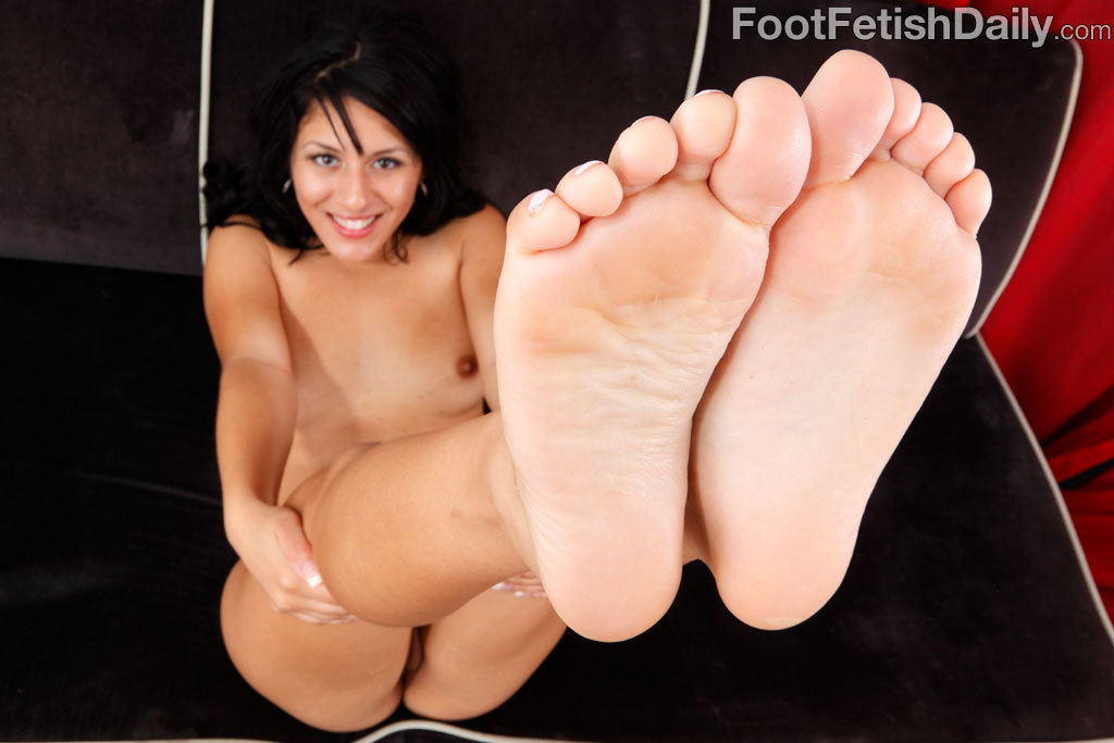 toes-arches-feet:  👣Perfect feet, sexy and delicious looking toes!!! 👣