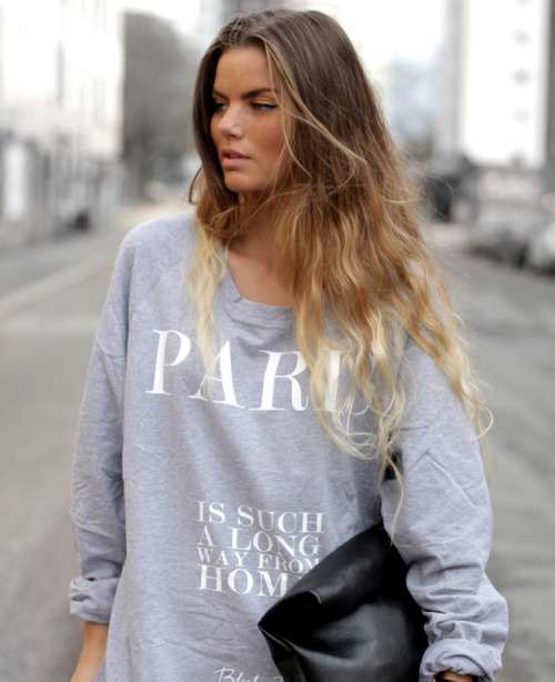 Cool Frida Grahn, blogger from VeckoRevyn in the 'Paris' sweatshirt from Black Book! Oversize is how to do it!
