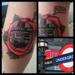 violaletattooer:  First in LDN done #violalion #tattoo #r2d2 #r2d2tattoo #starwars #london #rose