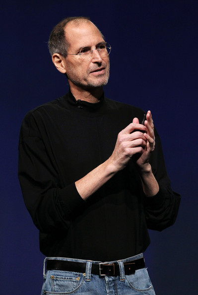 I fail to find a picture of Steve Jobs wearing a watch. Try it for yourself.