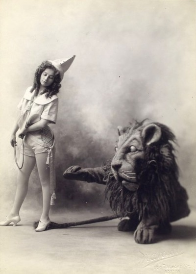 armyofinspiration:  This vintage-circus stuff is so beautiful