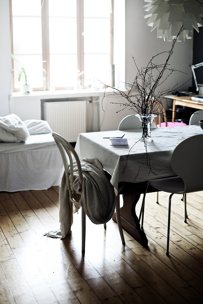 apartmentdiet:  i like how this room feels. and i love that it looks lived in (albeit styled).