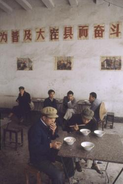 theflyingpan:  Bruno Barbey, China, Yangshuo. In a restaurant. 1980.