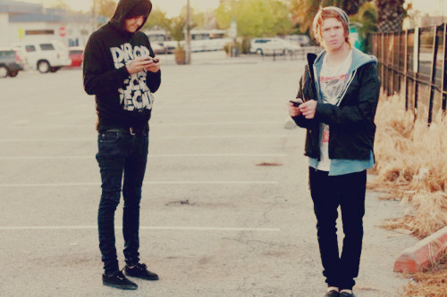 thorns-without-a-rose:  raveandriot:  I want Austins legs and then I just want Alan   he had better legs than me:|