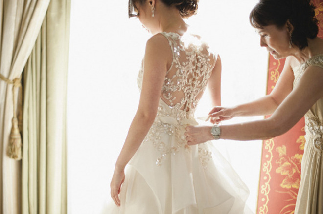 enchanting-weddings:  Photographer: Sarah Maren Photographers gown Veluz Reyez