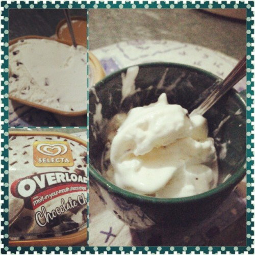 Ice cream on a rainy day ^__^ @peejaygee21 gusto mo?!?! Hahaha!!!