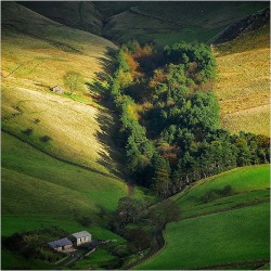 Wildboarclough, Peak District, Derbyshire, England (via Luthien Thye / Pinterest)