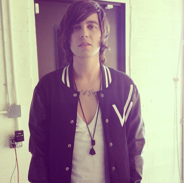 loveanddrevenge:  Yo if anyone knows kellin quinn let him know that I'm ready to date whenever he is