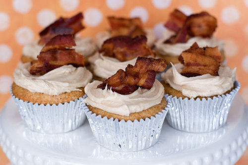 gastrogirl:  french toast and bacon cupcakes.