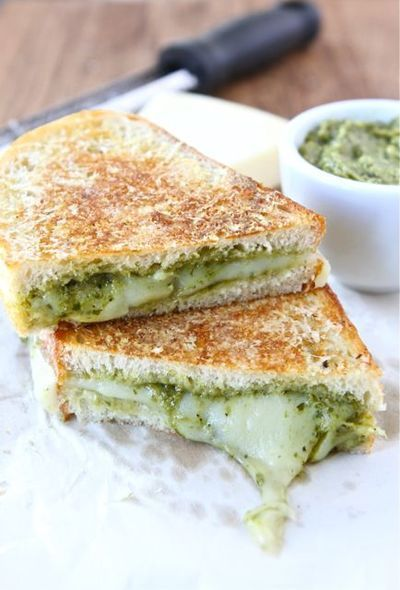 in-my-mouth:  Parmesan Crusted Pesto Grilled Cheese   GET IN MY MOUTH D: