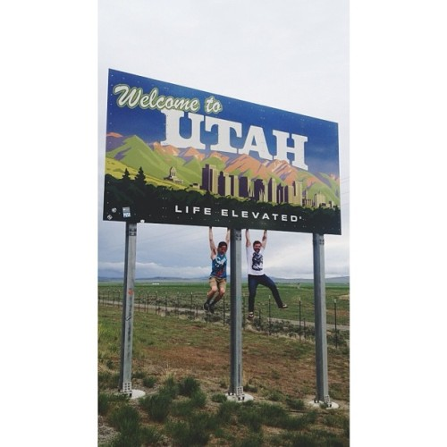 stomptheswamp:  Guys, we're comin' home. #utah #yolo #roadtrip
