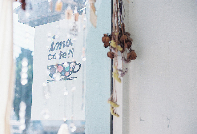 lafleurdesmurailles:  cafe's sign by **mog** on Flickr.