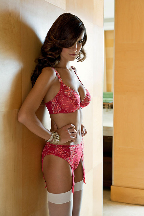 lavinialingerie:  Full Figure Bra & Garter Belt - Red Lacy #Lingerie set