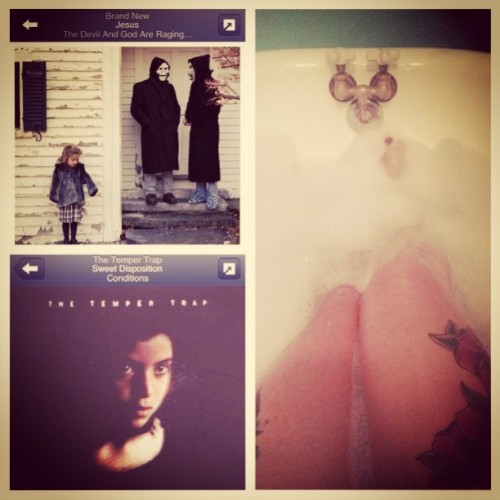 I'm so relaxed. #relaxing #bubblebath #goodmusic #brandnew #thetempertrap #tattoos