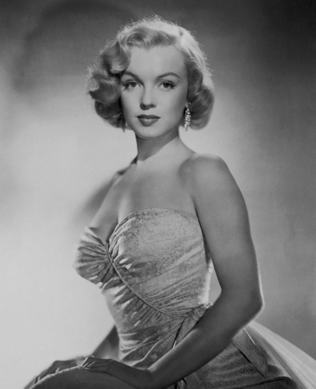 Marilyn Monroe photographed by Laszlo Willinger, 1950. #marilyn monroe#monroedit#laszlo willinger#1950s#vintage#old hollywood#hollywood#classic hollywood #golden age of hollywood #edit#my edit#50s#1950