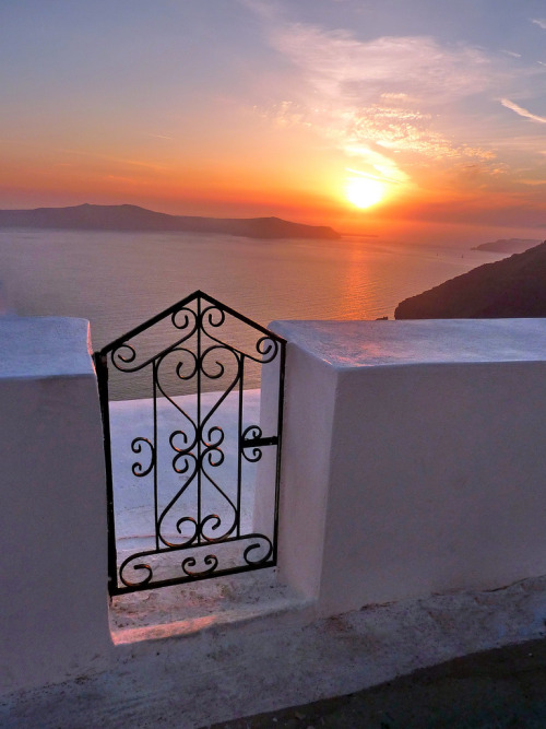 santoriniblog:  Beautiful sunset, Santorini By Marite2007