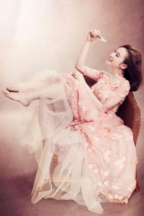 Chọn váy cưới đẹp như sao Việt