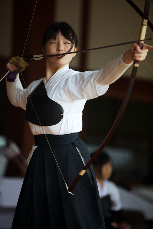 ica-zakura:  Kyudou Tournament (by Nishi Drew)