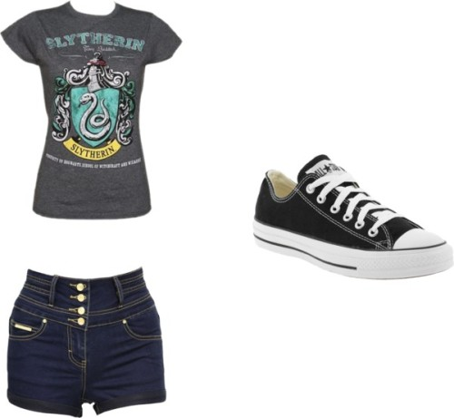 Sem título #289 por uma-directioner usando lace up sneakersCharcoal t shirt / Jane Norman denim short shorts, $43 / Converse lace up sneaker
