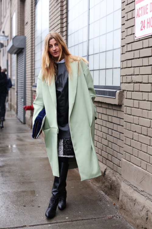 fashion-streetstyle:  (via ALL THE PRETTY BIRDS: ADA KOKOSAR — MINT, BLACK, WHITE AND A CLUTCH OF BLUE)