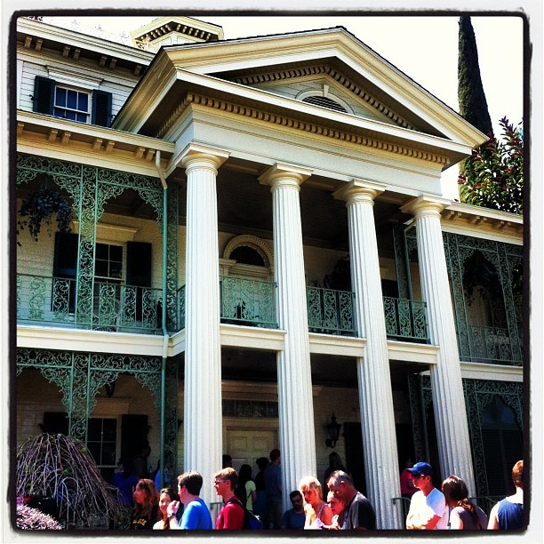 Haunted Mansion! #hauntedmansion #mansion #disney #disneyland #dca #disneylandcalifornia #california #anaheim (at Haunted Mansion)