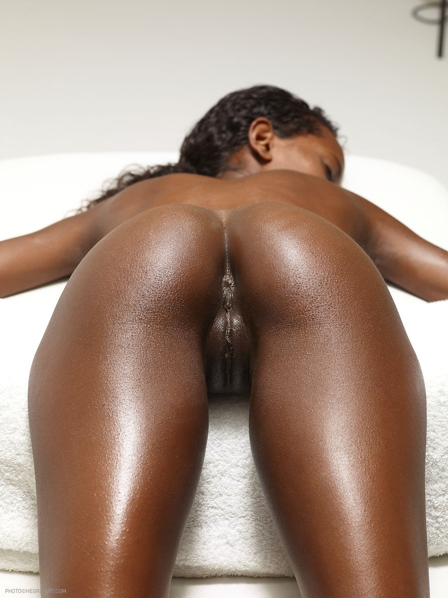 Naked black girls butt