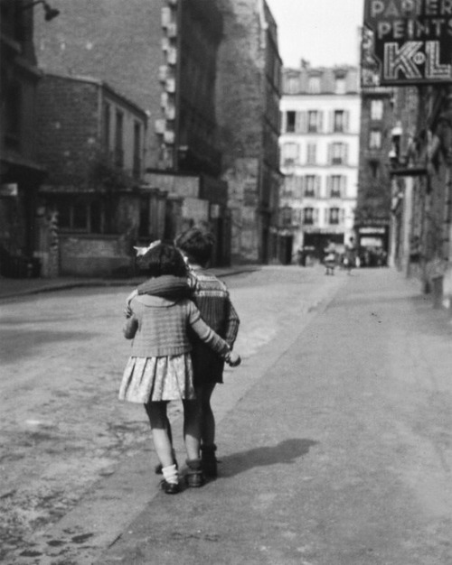sinuses:  Montmartre, Paris, 1948.  Photo: Édouard Boubat