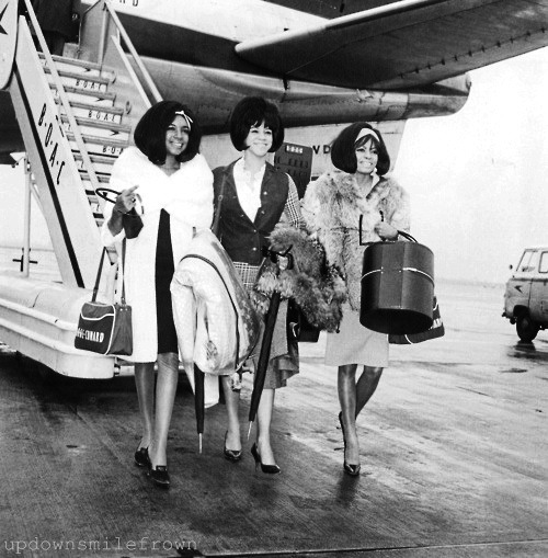 updownsmilefrown:   The Supremes arriving at the airport, London, 1965 by EMI Studio (John Dove)